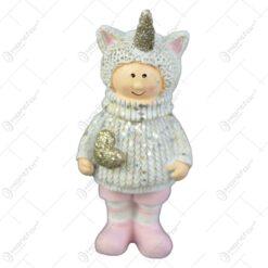 Figurina copil cu caciula tip unicorn 9 CM