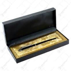 Stilou asezat in cutie eleganta pentru cadou