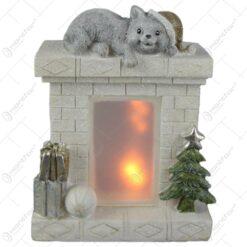 Decoratiune Craciun Semineu cu led si pisica14×17 CM
