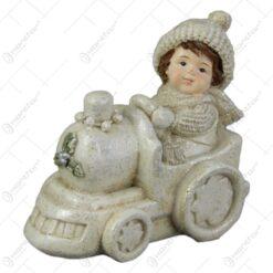 Figurina Craciun Copil cu locomotiva Baiat/Fata 8 CM