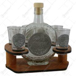 """Suport din lemn cu o sticla si 6 pahare cu etichete metalice """"Boldog szuletesnapot"""""""