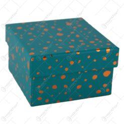 Cutie cadou cu buline aurii 9x9 CM - Se vinde 12 buc/bax