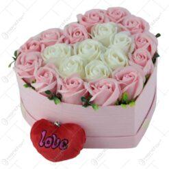 Cutie Inima cu trandafiri de sapun 22x13 CM