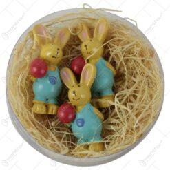 Set 3 figurine iepurasi cu oua rosii