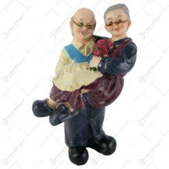 Figurina cuplu de batrani din rasina 19 CM
