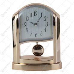 Ceas de masa auriu cu pendula din plastic 15x21 CM