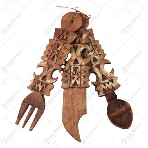 Set tacamuri sculptate din lemn 29 CM