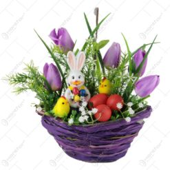 Cos decorativ de Paste din rachita cu flori