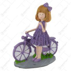 Figurina Fetita lavanda cu bicicleta din rasina 19 CM