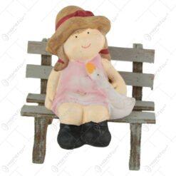 Figurina Baiat/Fata pe banca din ceramica10 CM