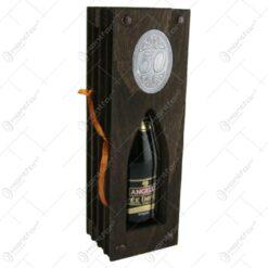 """Suport lemn in forma de carte cu o sticla de vin 200 ml """"50"""""""