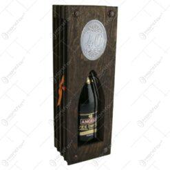 """Suport lemn in forma de carte cu o sticla de vin 200 ml """"40"""""""