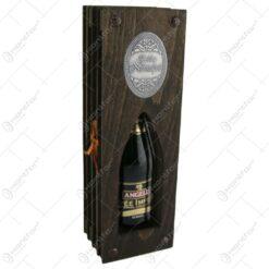 """Suport lemn in forma de carte cu o sticla de vin 200 ml """"Boldog Nevnapot"""""""