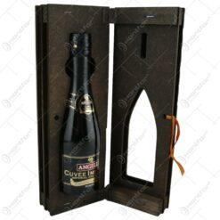 """Suport lemn in forma de carte cu o sticla de vin 200 ml """"Boldog Szuletesnapot"""""""