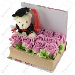 Aranjament floral pentru Absolvire cu ursulet si trandafiri de sapun