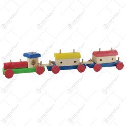 Tren cu doua vagoane din lemn