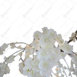Crengi albe cu flori