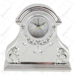 Ceas de masa din plastic 17x17 CM - Argintiu