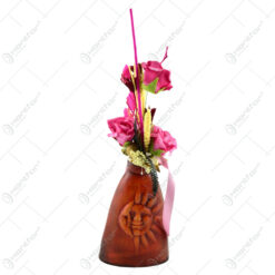 Vaza realizata din ceramica decorata cu flori si plante artificiale - 2 modele