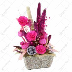 Aranjament din flori uscate in ghiveci din piatra