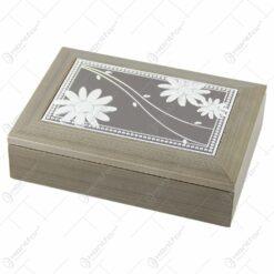 Caseta bijuterii din lemn cu placuta metalica gravata 18x13 CM Fluturasi/Margarete