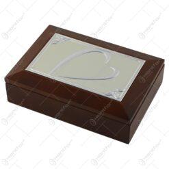 Caseta bijuterii din lemn cu placuta metalica gravata 18x13 CM Fluturasi/Margarete/Inima