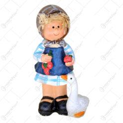 Figurina baiat/fata cu gasca din rasina 14 CM