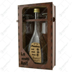 """Suport din lemn cu o sticla cu 2 pahare """"Pentru cel mai bun Bunic"""" - La multi ani!"""