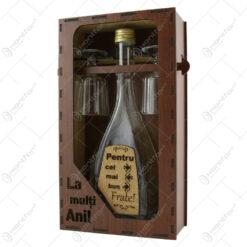 """Suport din lemn cu o sticla cu 2 pahare """"Pentru cel mai bun Frate"""" - La multi ani!"""