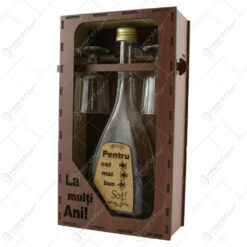 """Suport din lemn cu o sticla cu 2 pahare """"Pentru cel mai bun Sot"""" - La multi ani!"""
