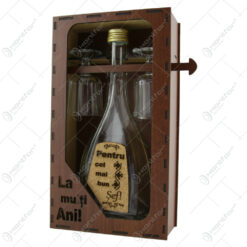 """Suport din lemn cu o sticla cu 2 pahare """"Pentru cel mai bun Sef"""" - La multi ani!"""